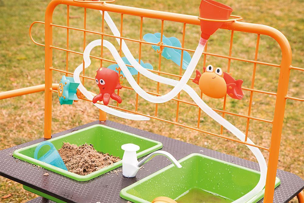 Mobiler Sand-Wasser-Tisch